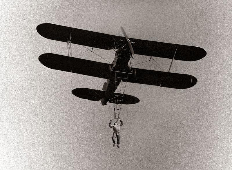 Dragoljub Aleksić : Leteo je iznad Kalemegdana držeći se samo zubima za uže