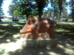 """Skulptura """" Divlji Vepar """" u Beogradu"""