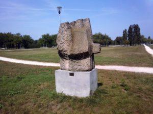 """Skulptura """"Ljudi- tvrđava III"""" –  Branko Ružić"""