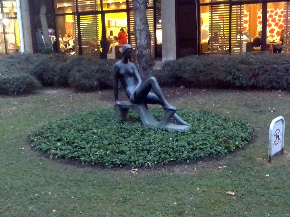 Skulptura žene Bezistan – Beograd