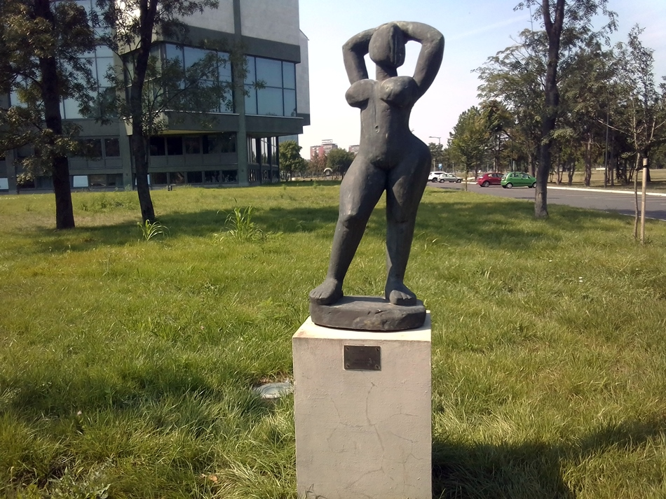"""Skulptura """"Kupačica"""" – Beograd"""