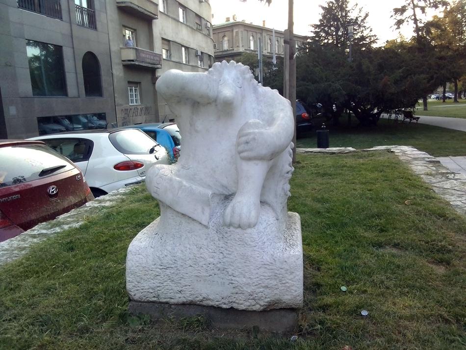 """Skulptura """"Jež u kamenu"""" u Beogradu"""
