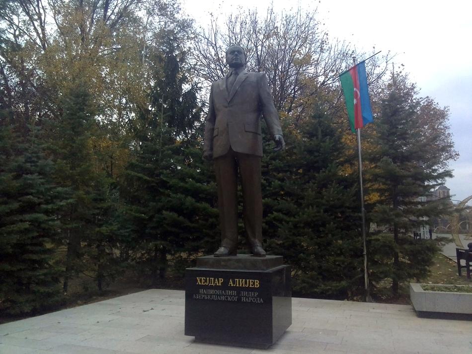 Spomenik Hejdar Alijeva u Beogradu