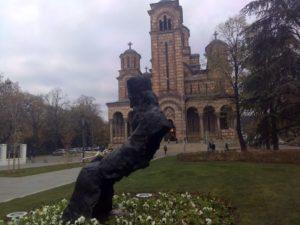 Stavile kecelju na spomenik patrijarhu Pavlu, Nikoli Tesli…