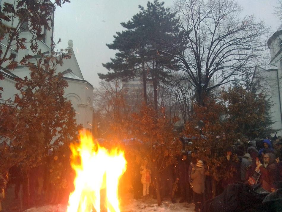 Sutra paljenje badnjaka kod Hrama Svetog Save