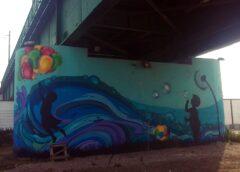 "Mural ""Igra na vеtru"" na stubu Savskоg mоsta u Bеоgradu"