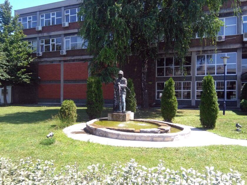 Fontana i spomenik Vatrogascu