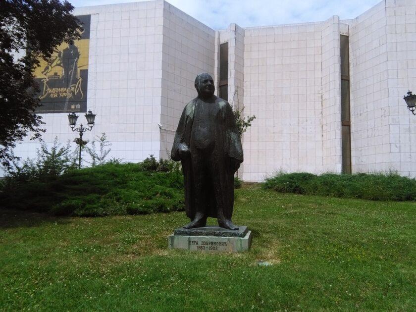 Spomenik Pera Dobrinović u Novom Sadu