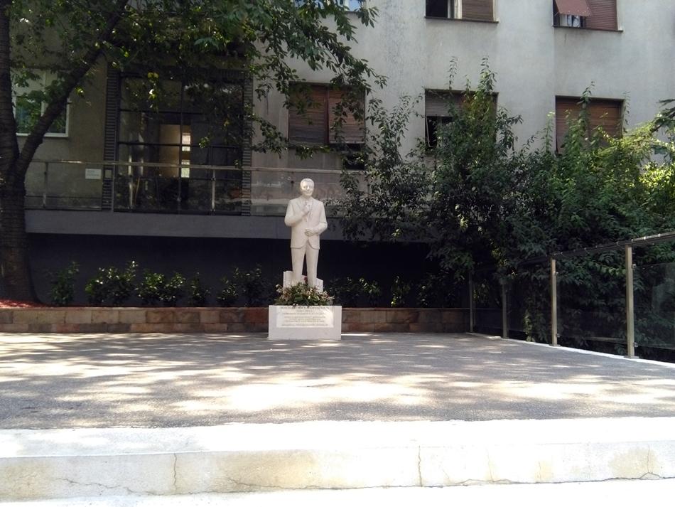 Spomenik Mići Orloviću u Beogradu