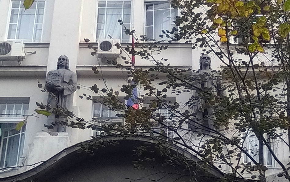 Skulpture na zgradi Ministarstva pošta