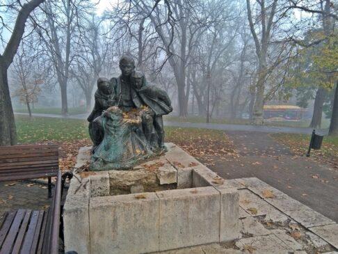 """Skulptura """"Partizan sa dеcоm"""" u Beogradu"""