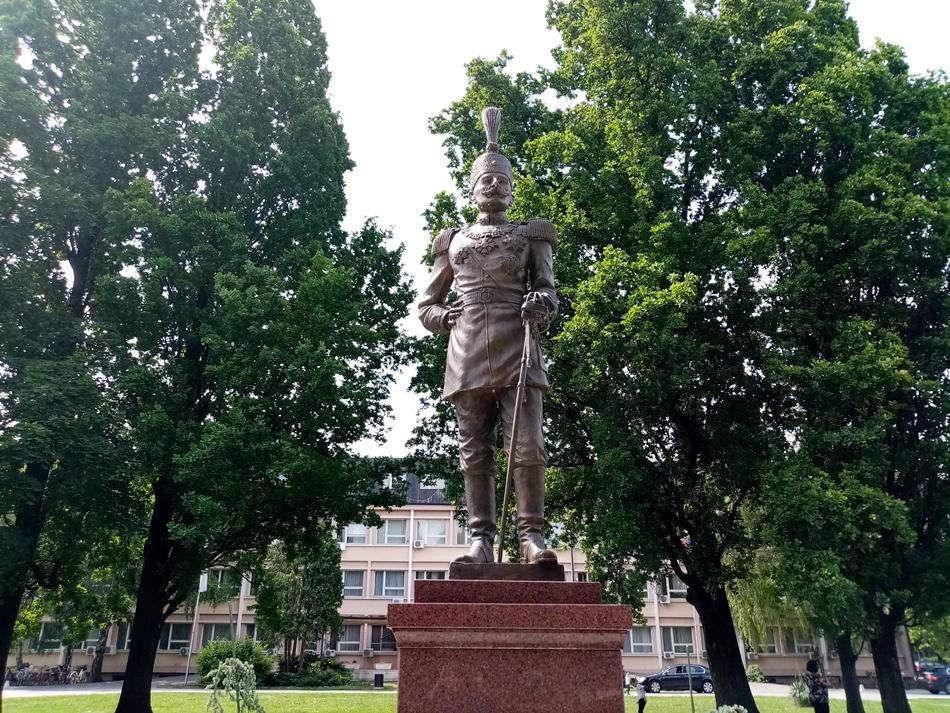 Spomenik Kralj Petar I Karadjordjević u Bačkoj Palanci