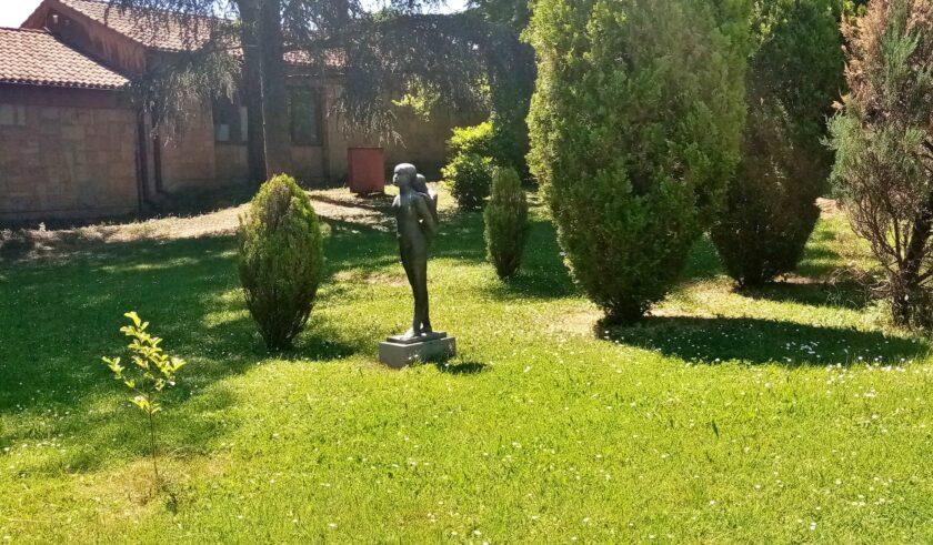 Skulptura Zbeg u Beogradu