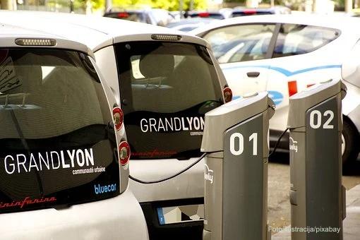 Naplata struje za punjenje vozila, ali putarina manja za 13 odsto