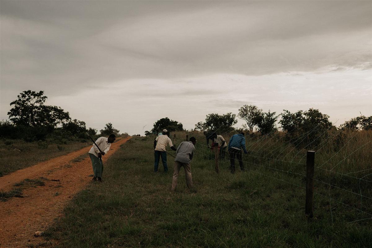 eoe-grumeti-fund-tanzania-community-members-working