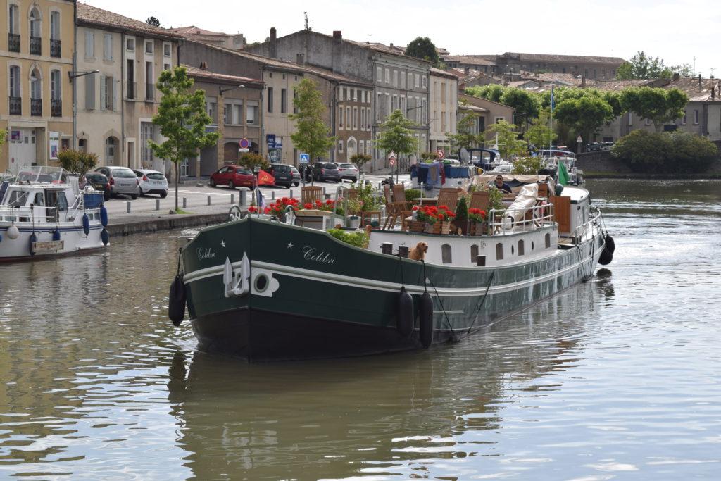 'Calibre' Hotel Barge