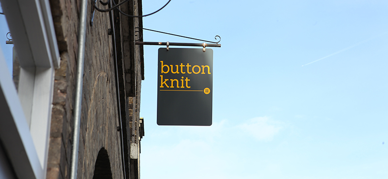 button knit swing sign