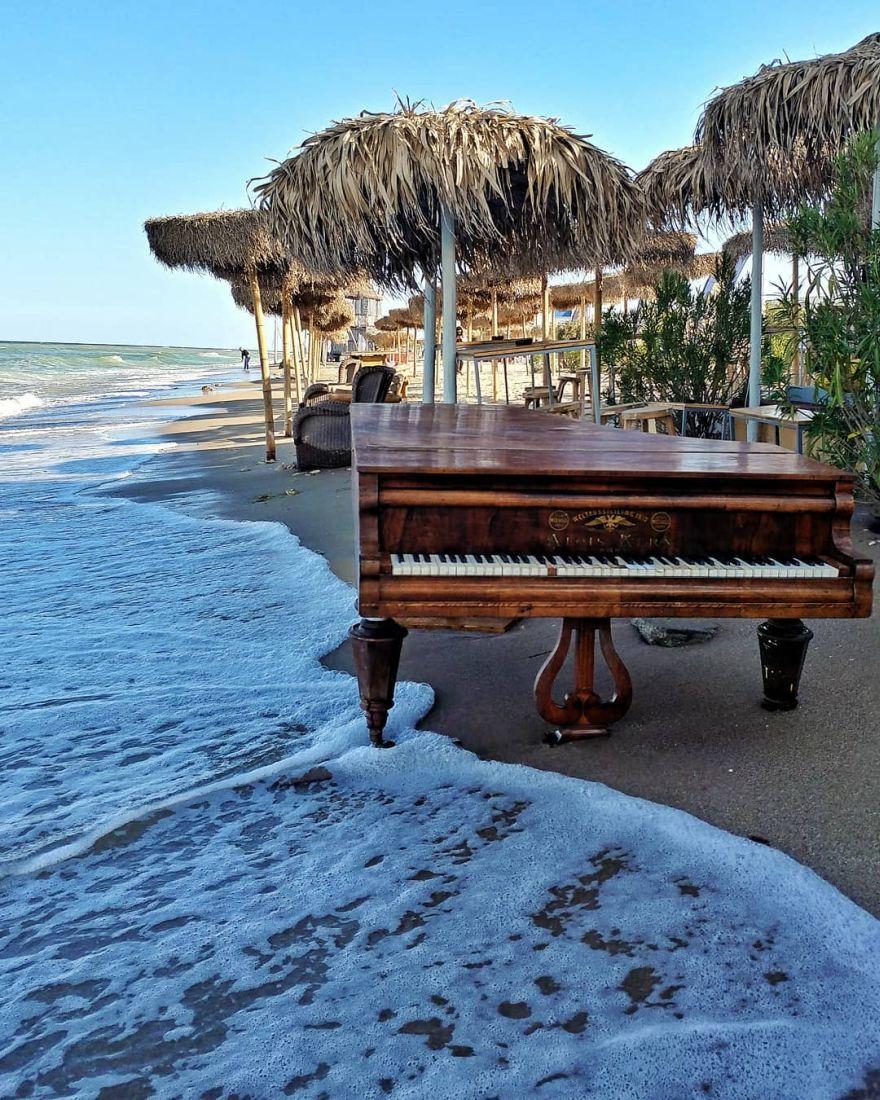 Piano on the Beach - Vama Veche