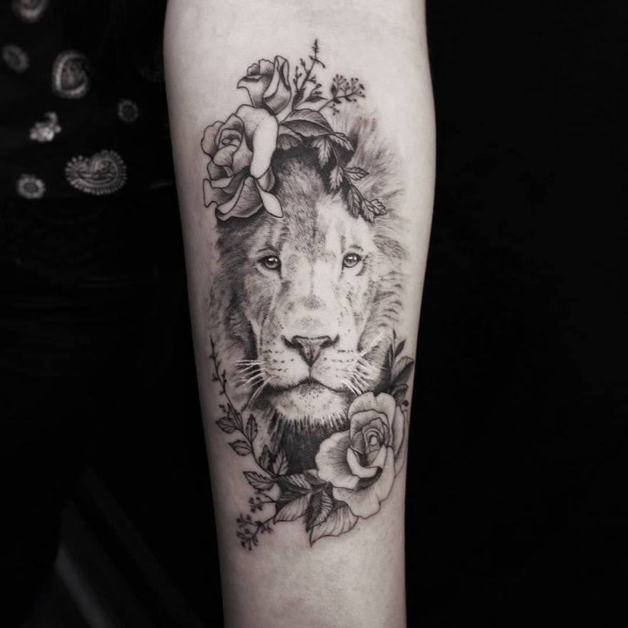 fine line lion tattoo