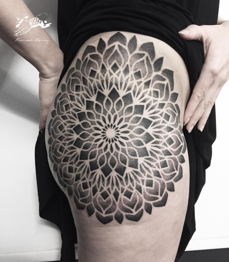 beautiful hip tattoos