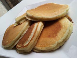 American pancakes with pistachio