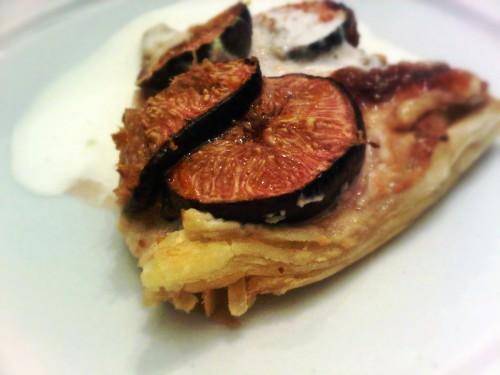 Fresh fig and ricotta tart