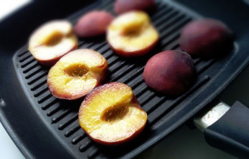 Grilled Then chilled Peaches With Yogurt Brûlée