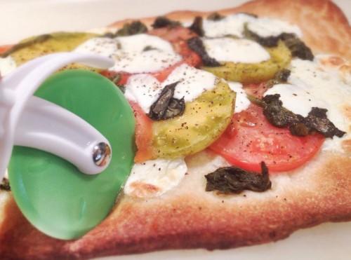 Quick and easy tomato pizza