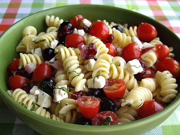 Rotini pasta salad with tomatoes and blueberries