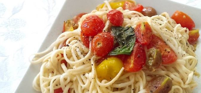 spaghetti with cherry tomato and fresh basil pesto