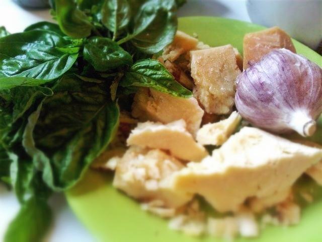 pesto-garlic-basil-cheese