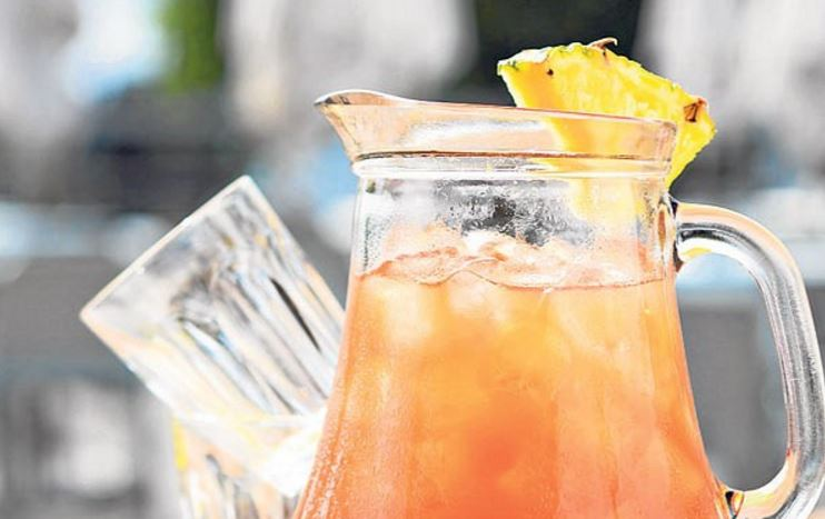 Rum and pineapple punch