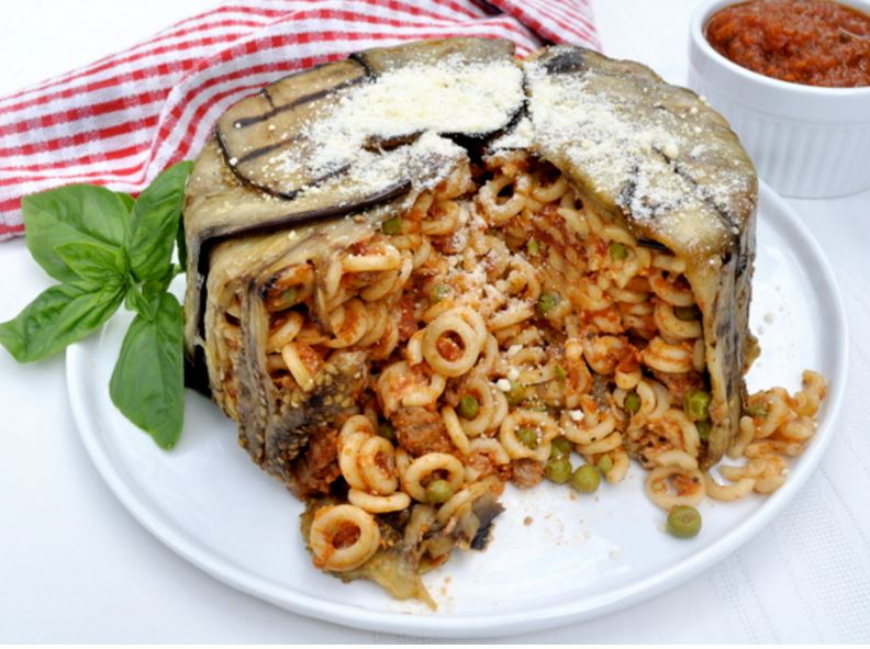 Baked anellini with tomato and eggplant