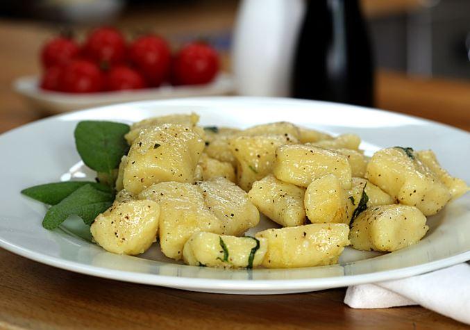 Sage butter sauce for gnocchi