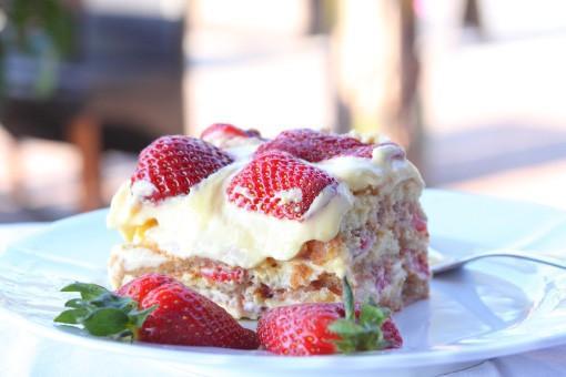 Fresh strawberry tiramisu