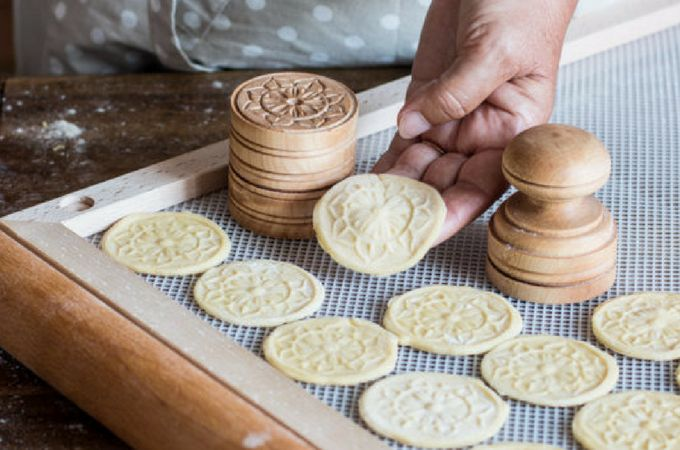 Pasta dough made using white wine for Corzetti