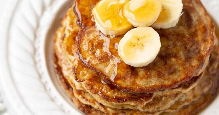 Banana and oatmeal pancakes with spiced syrup