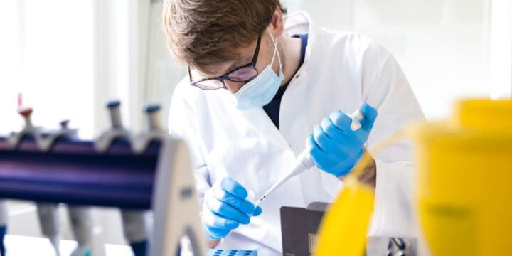 IIMENA researchers featured in Berlingske where they explain their work using the Sanger sequencing method