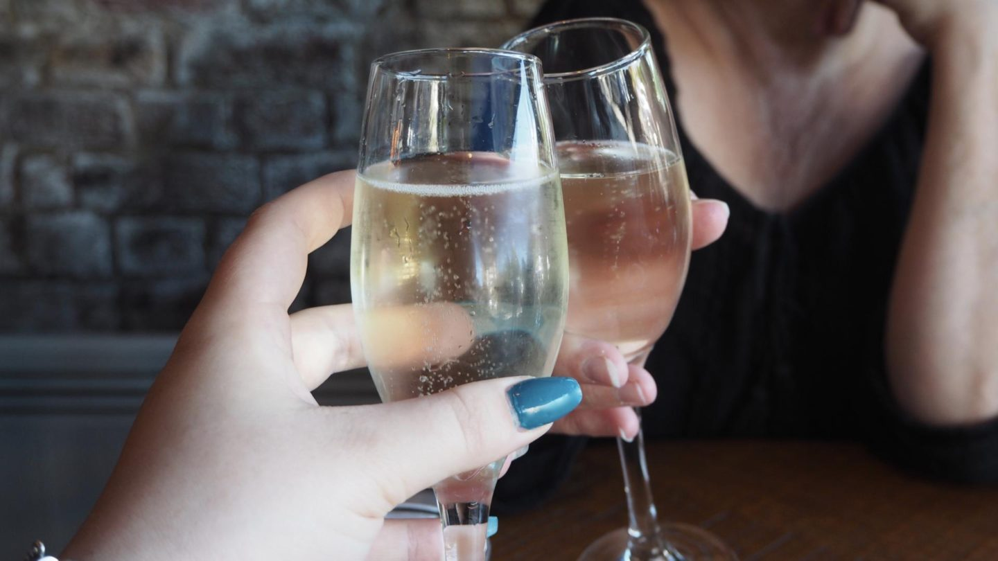 Brunch At Bob's Cafe, Ealing Broadway || Glass Of Prosecco