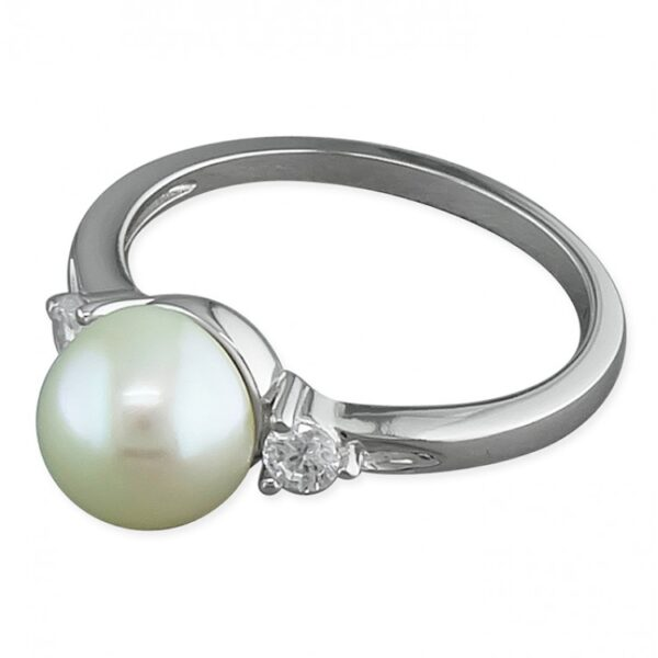 Freshwater pearl and cubic zirconias trilogy