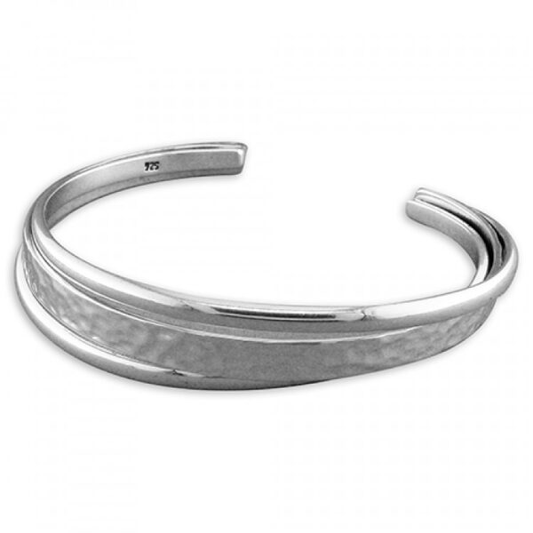 3-row cuff with textured centre strand