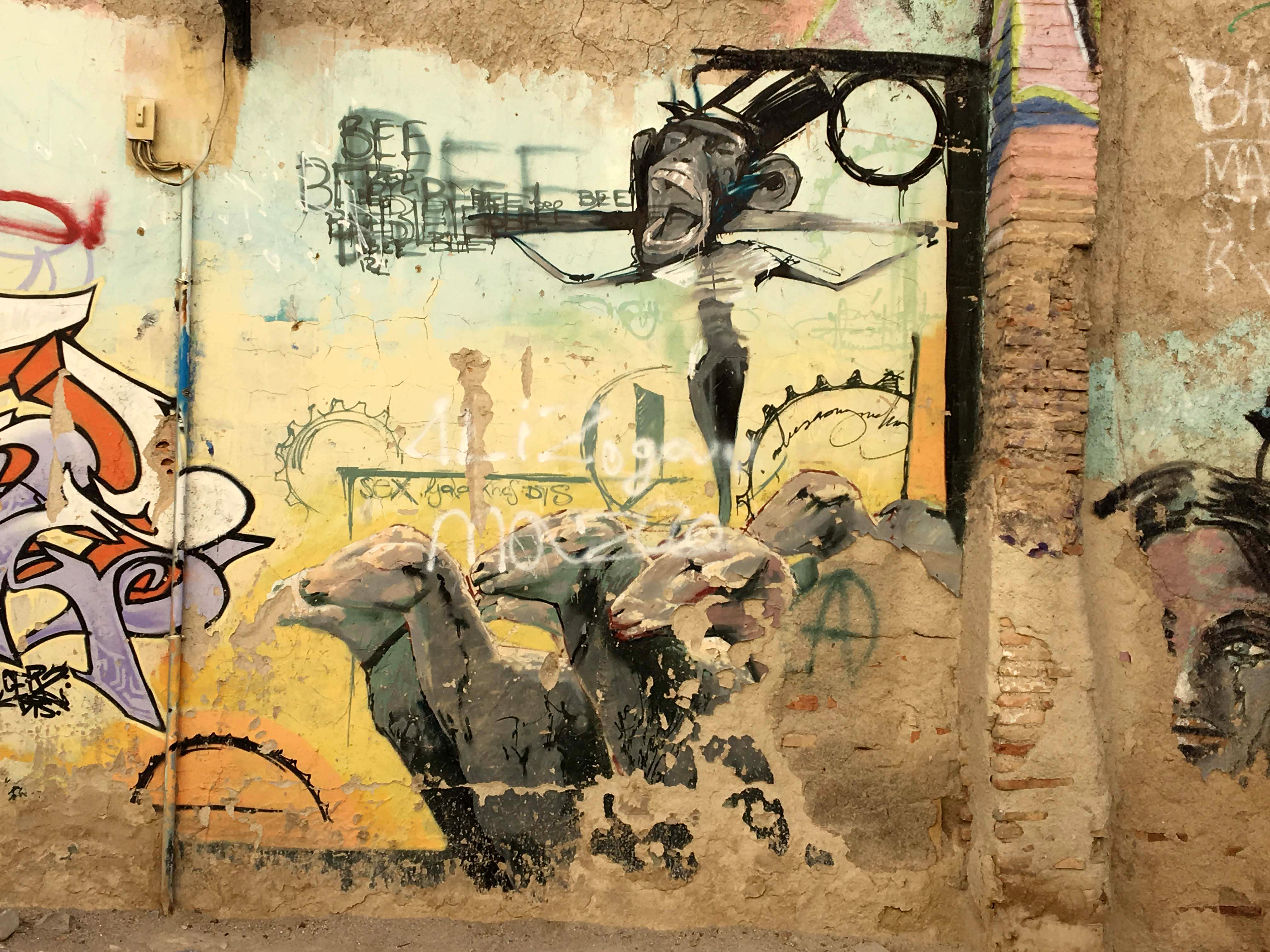 Ausschnitt eines Murals von El Niño de las Pinturas dass Schafe und einen Affen zeigt