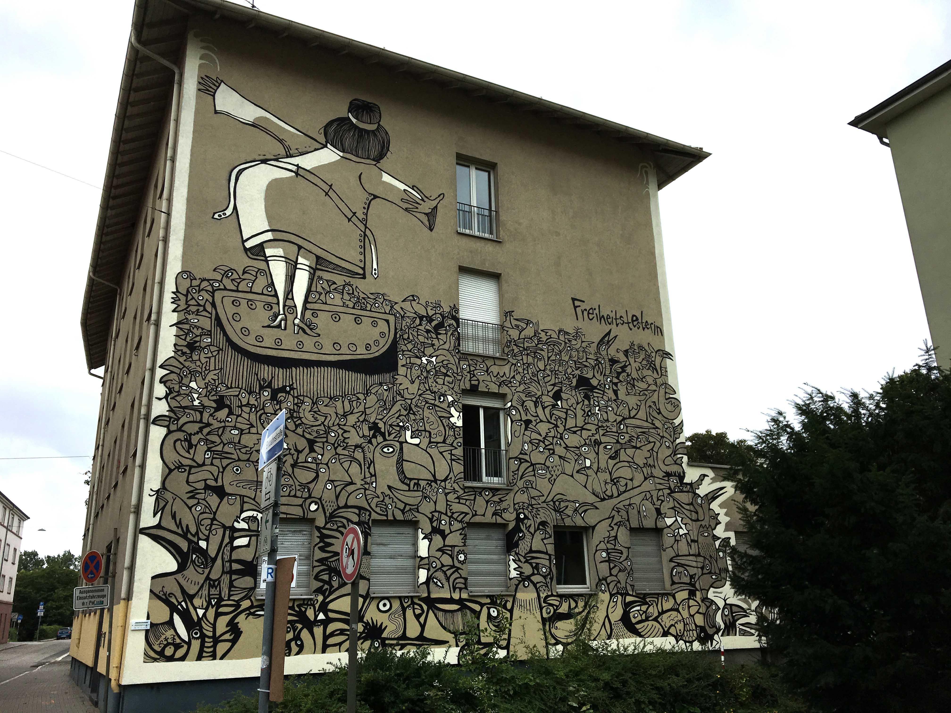 """Mural namens """"Freiheitstänzerin"""" von Christina Laube und Mehrdad Zaeri"""