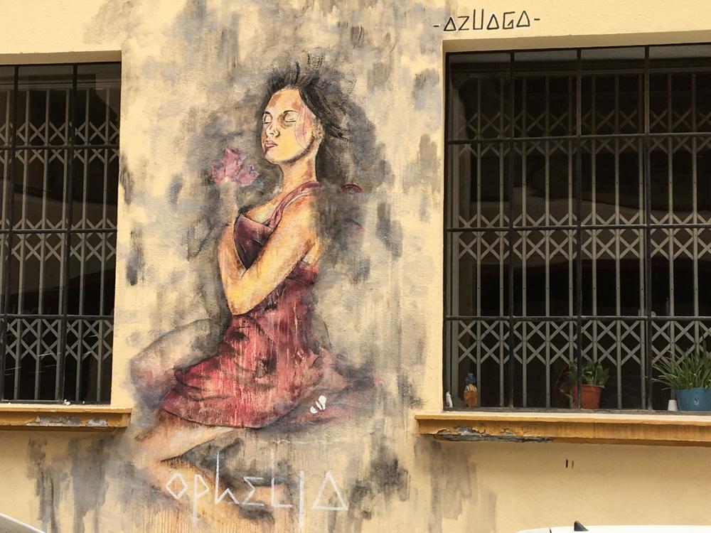 junge Frau mit Blume