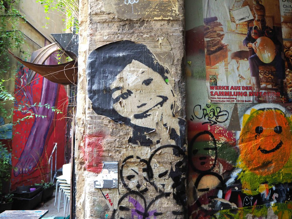 ein Paste-up von Tona