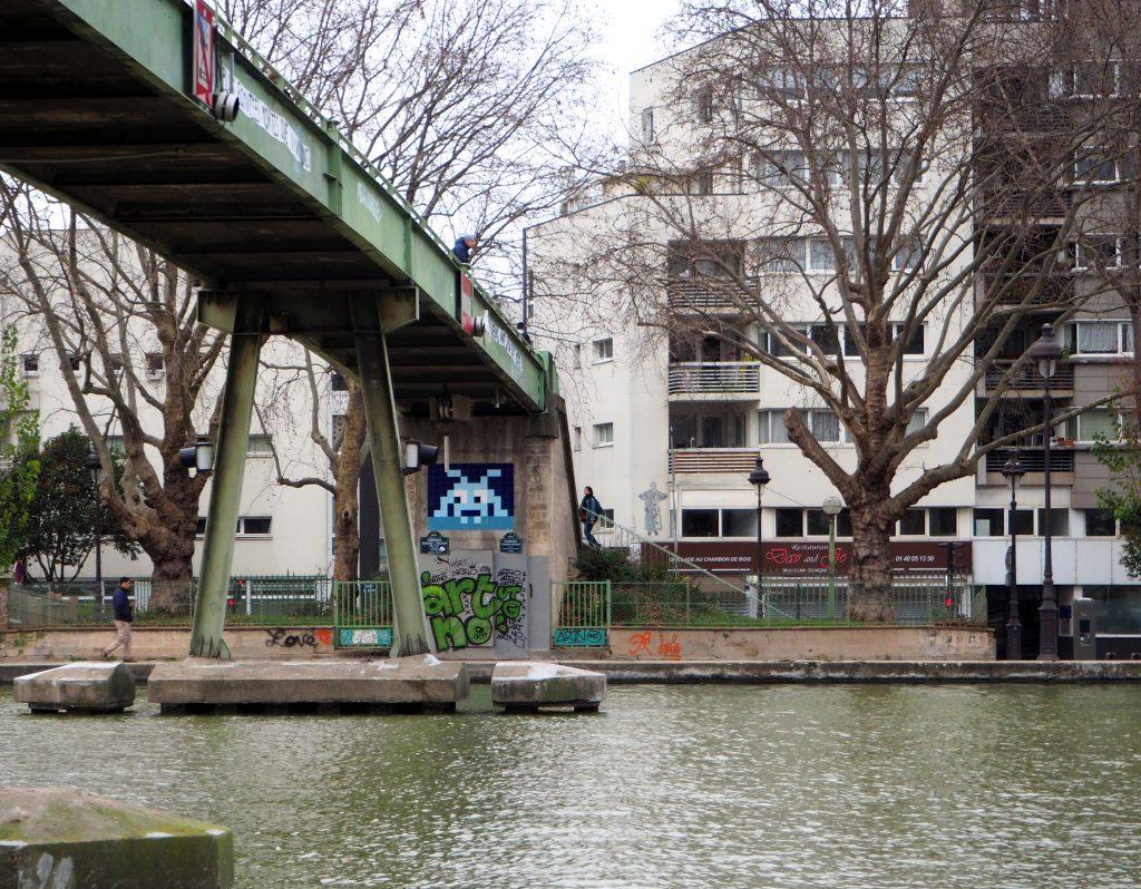 Brücke mit Invader