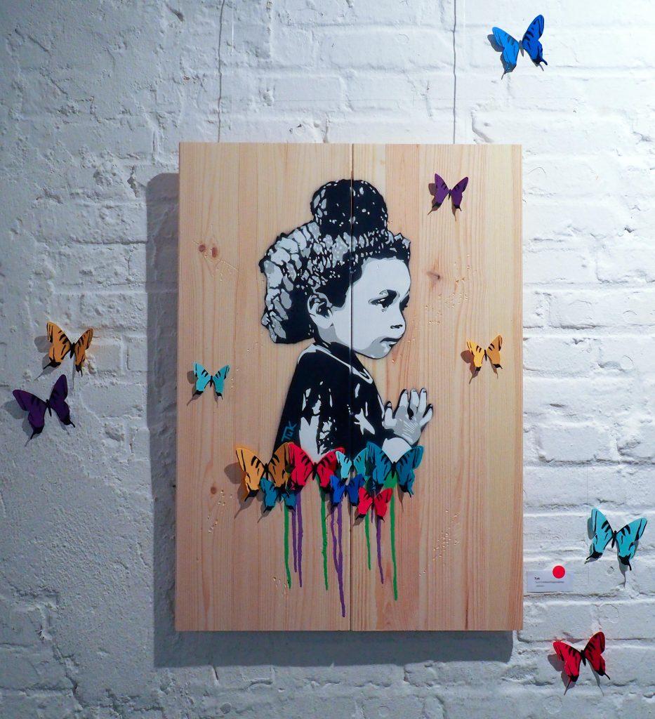 Kind mit Schmetterlingen