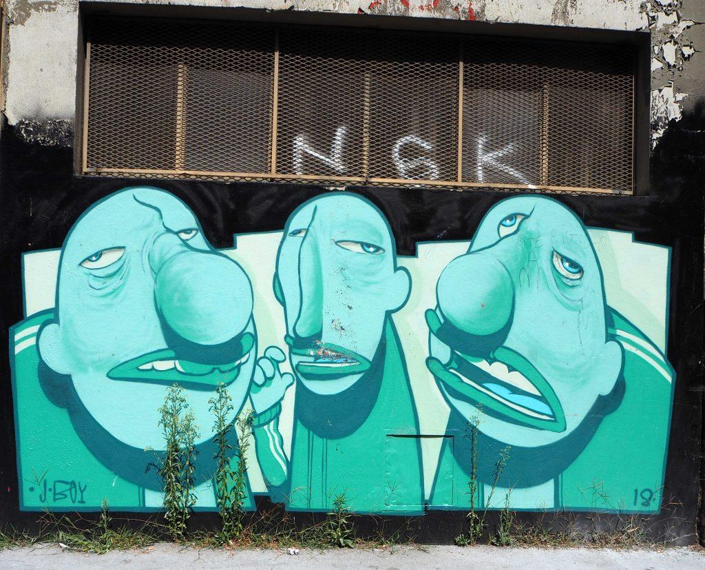 drei grüne Gesichter