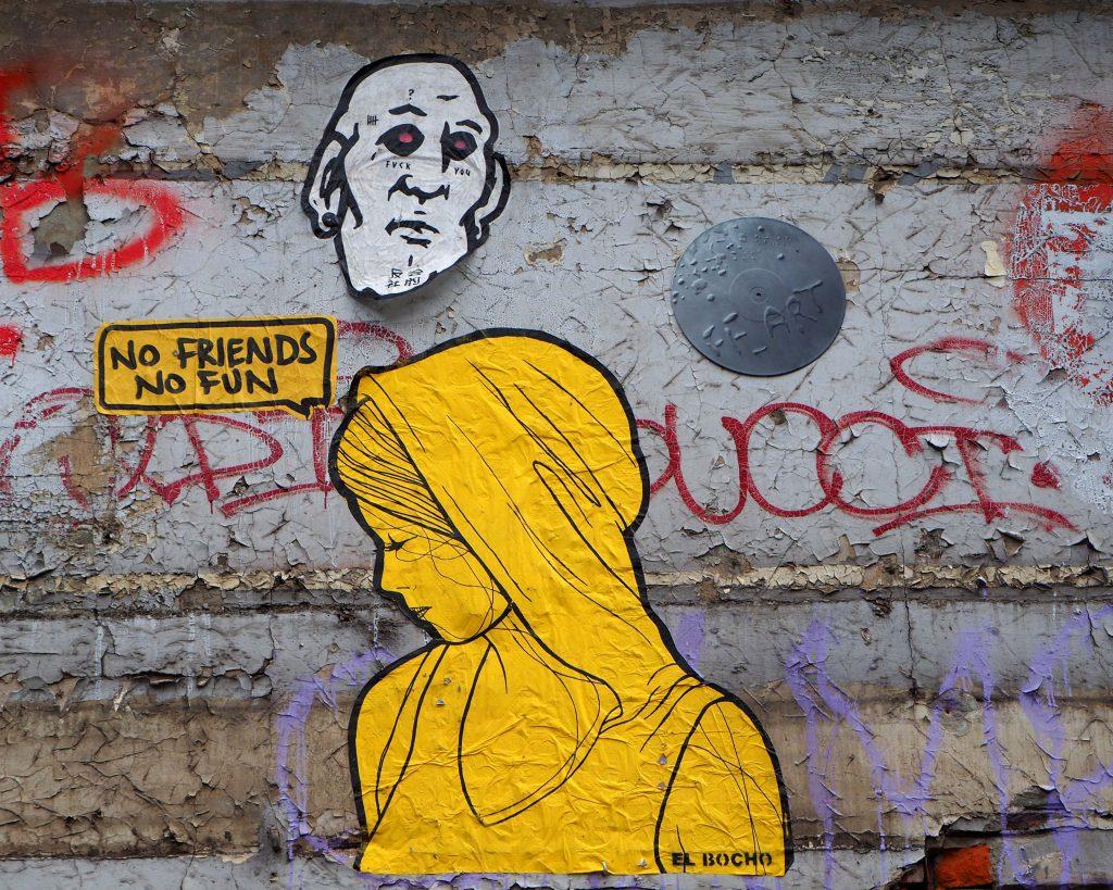 """Gelbe Frau """"No friends, no fun"""""""