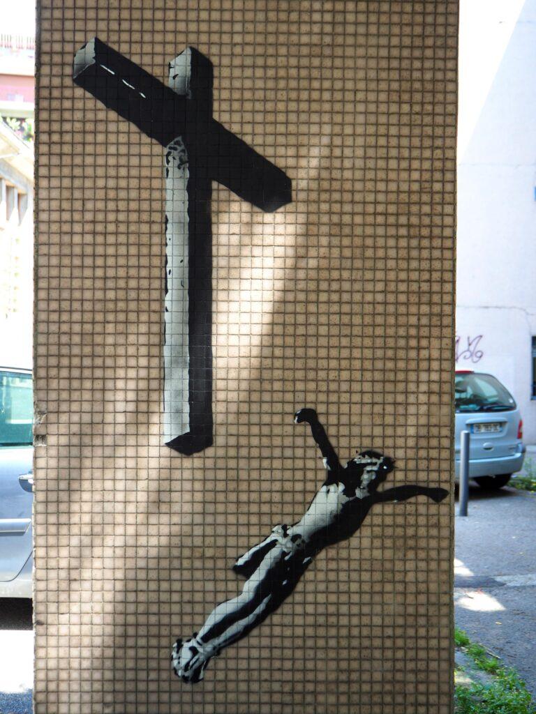 Jesus fliegt vom Kreuz